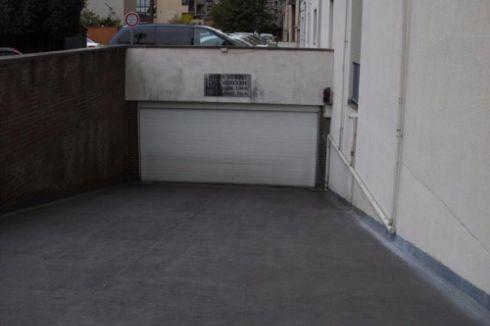 Parking ou garage louer genk 3600 trouvez le sur realo for Location garage 14